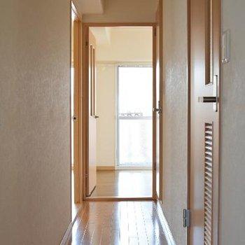 リビングから洋室に続く廊下。