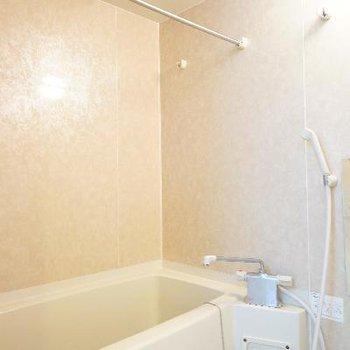 お風呂は追い焚きも乾燥機もついてます!