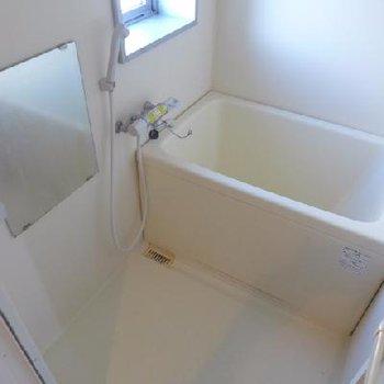 お風呂に窓あります