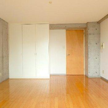シュッとしたシンプルな空間 ※写真は別部屋