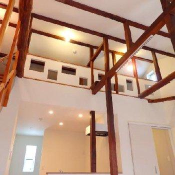 梁が張り巡らされた天井!昔の造りを活かしています
