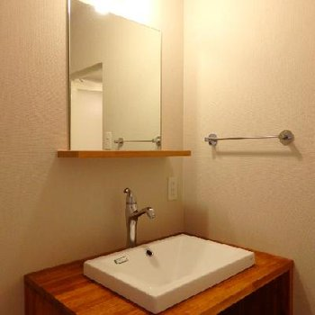 シンプルな造作洗面台。すっきりオシャレですね