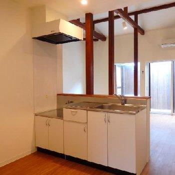 キッチン裏のスペースがものすごく広かったのも印象的