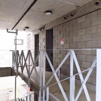 意外と気にならない3階までの階段。