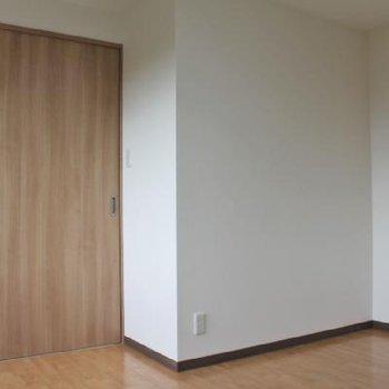 引き戸を閉めるとしっかり2部屋に。