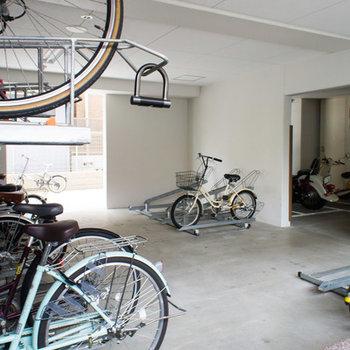 駐輪場は入り口の隣です。