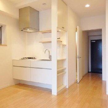 スタイリッシュなデザインキッチンが特徴!