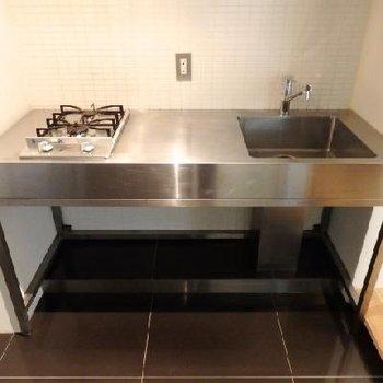 デザインキッチンは2口コンロ。