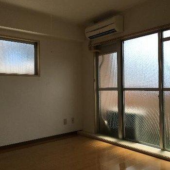窓が多く光がたくさん入ります。