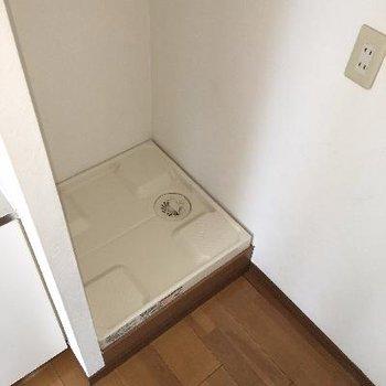 キッチンの横に洗濯機置き場