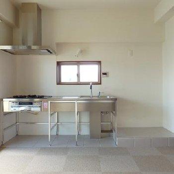 1人で暮らしでこのキッチン!!驚きですよね。