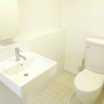 シンプルな洗面&トイレ