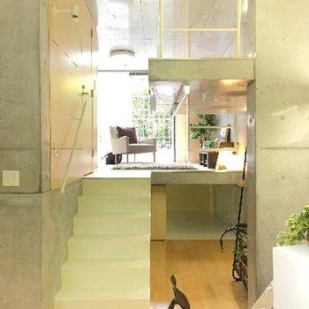ロフト、リビング、個室と3層になっています。