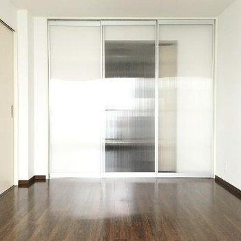 半透明の扉、変わっていて良いですね!