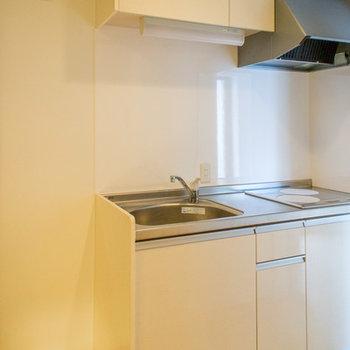 キッチン横には冷蔵庫置場あり