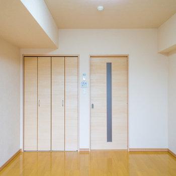 使いやすい縦長の寝室