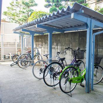駐輪場は屋根付き