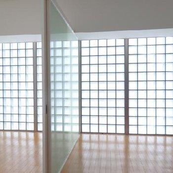 幻想的なガラスブロックは凝っていますね