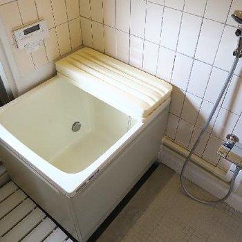 お風呂は昭和の香り。
