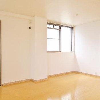 1階奥の寝室スペースも明るくて広い!
