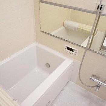 お風呂は追い焚きがついて新品です!