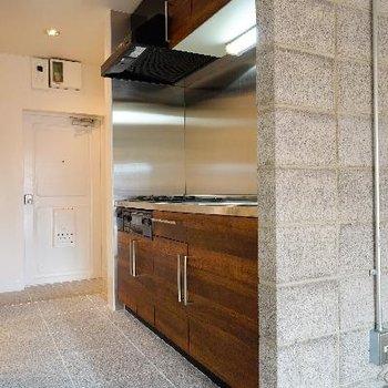 キッチンも床も壁も、良い雰囲気♪