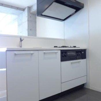 システムキッチンは白!goodです!※写真は別部屋