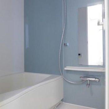 お風呂もゆとりがありますよ。※写真は別部屋