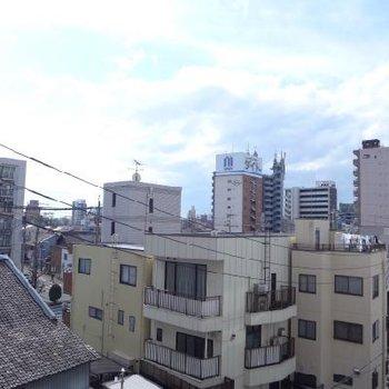 眺望も良し!向かいに建物ありますが、圧迫感はありません。※写真は別部屋