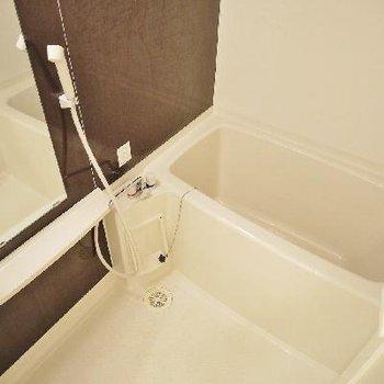 洗顔とかシャンプー置ける棚あり!