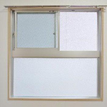 眺望はないけど角部屋で窓付き♪