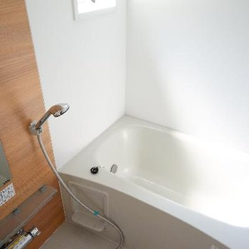 お風呂は窓も追い焚きも乾燥機も!機能性◎