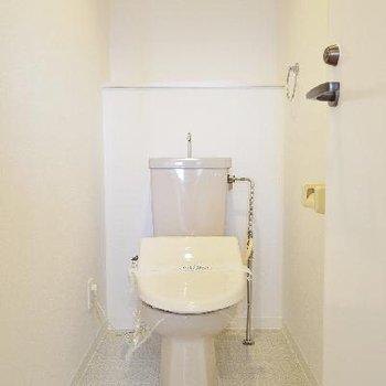トイレもウォシュレット付いてますよ♪