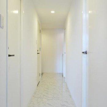 ホワイティな廊下はすっきり!