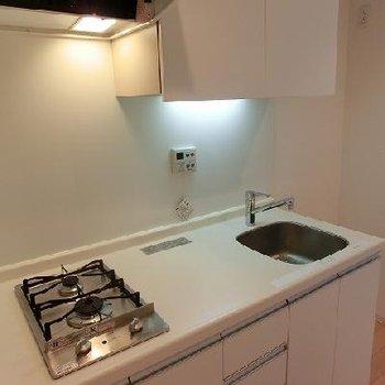 2口コンロのシンプルキッチン※画像は反転のお部屋です