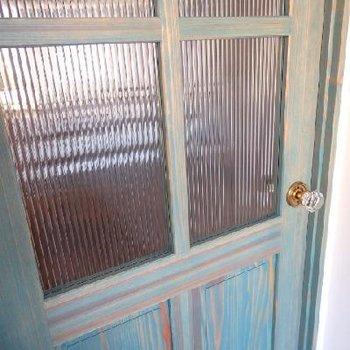 エイジング加工されたドア