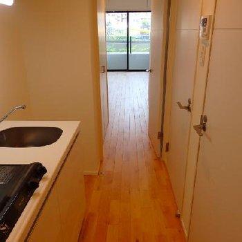 廊下にキッチン※写真は別部屋