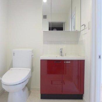 トイレと洗面台は隣