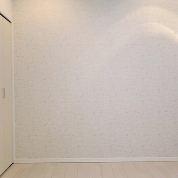 壁紙はナチュラルでソフトな雰囲気。