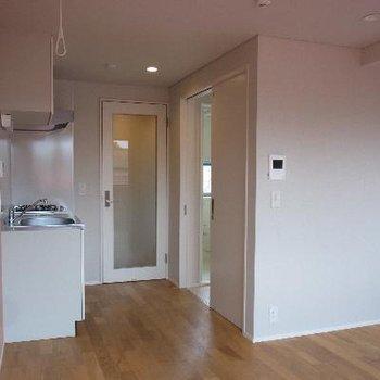 キッチン後ろに洗面スペース!