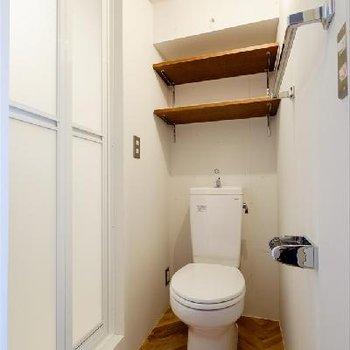 トイレのフローリングもヘリンボーンです