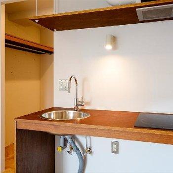 キッチンもシンプルですが綺麗!二口あります