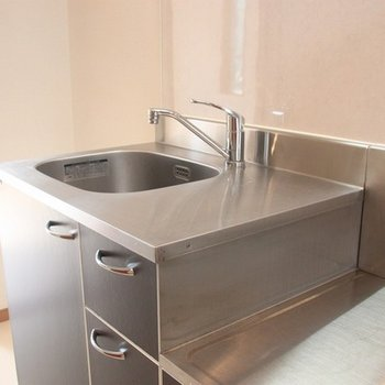 洗練されたデザインのキッチン