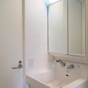独立洗面台もありますよ。※写真は301号室