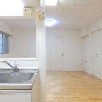 キッチンから洋室見えるのが嬉しい。