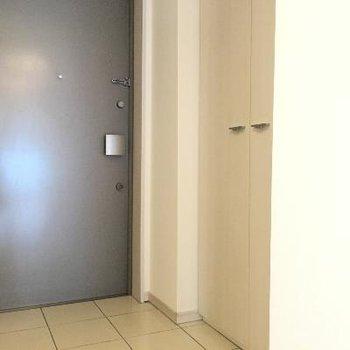 玄関もたっぷりスペース。