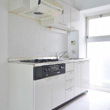 キッチンは使いやすさ重視の3口ガス!