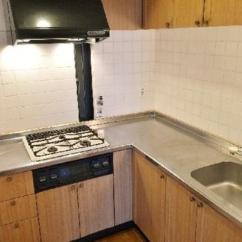 L字キッチンでガス3口。料理が楽しくなる事間違いなし!