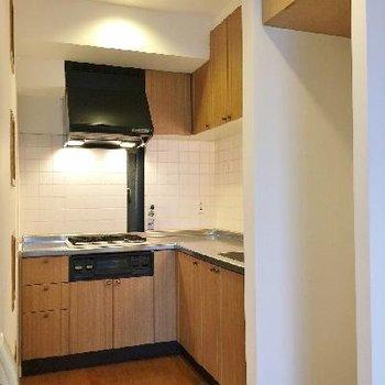 キッチンゾーンです。食器棚不要ですみません。。