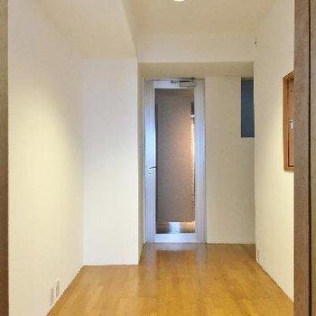 ここの使い方がお部屋全体のデザインを大きく変えること間違いなし。活かす空間と捨てる空間。→美学です。